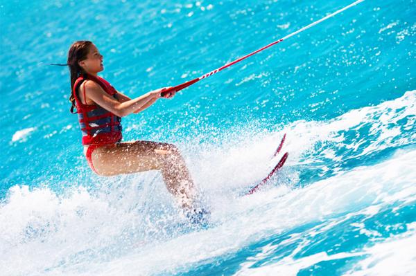 https://tahititourisme.be/wp-content/uploads/2017/08/ACTIVITES-NAUTIQUES-Tahiti-WaterSports-Center-3.jpg