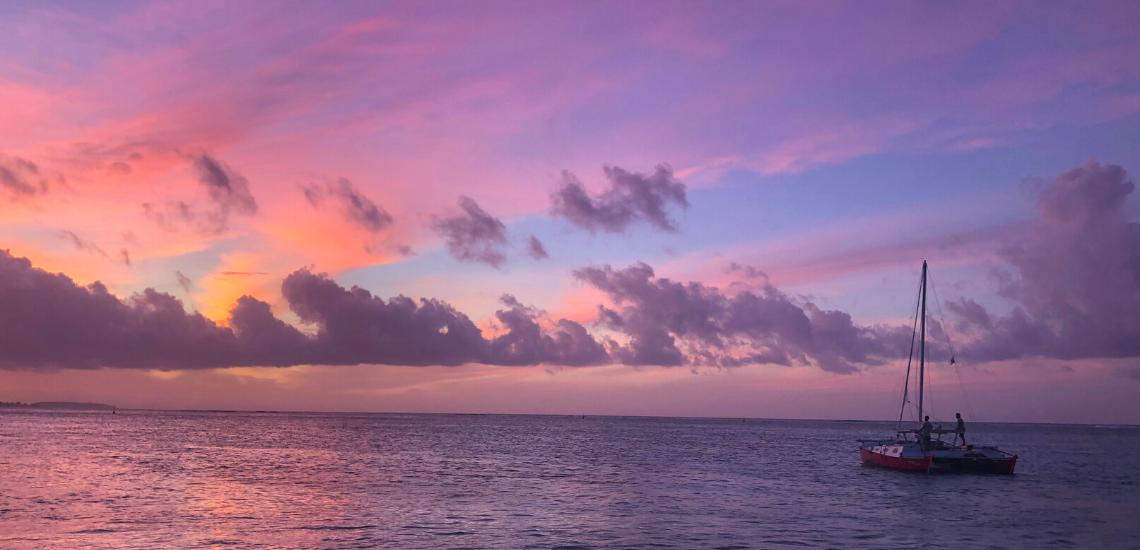 https://tahititourisme.be/wp-content/uploads/2017/08/voilamoorea_sunset_1140x550.png