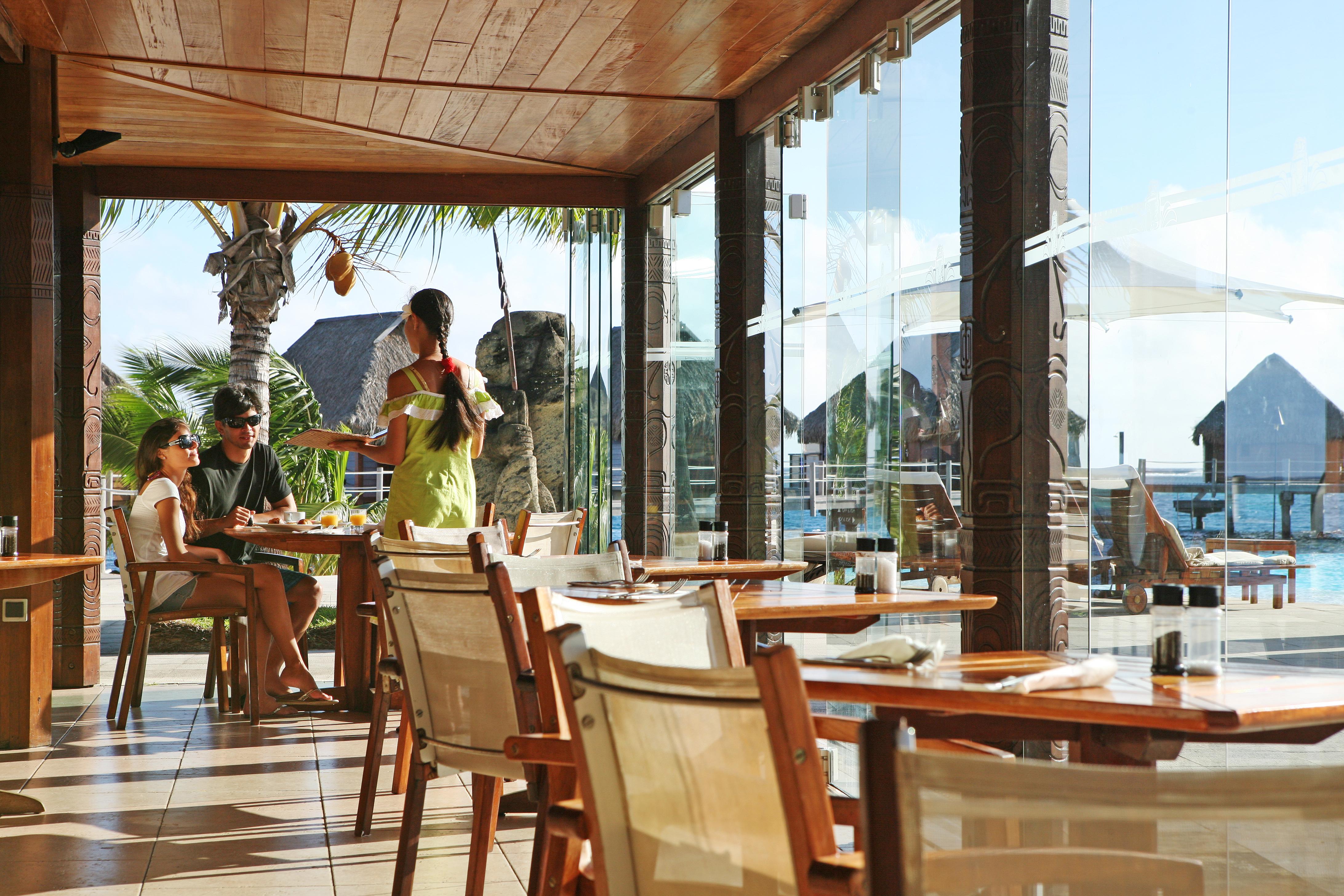 https://tahititourisme.be/wp-content/uploads/2018/03/RESTAURATION-Restaurant-Mahanai-3-Greg_LeBacon.jpg