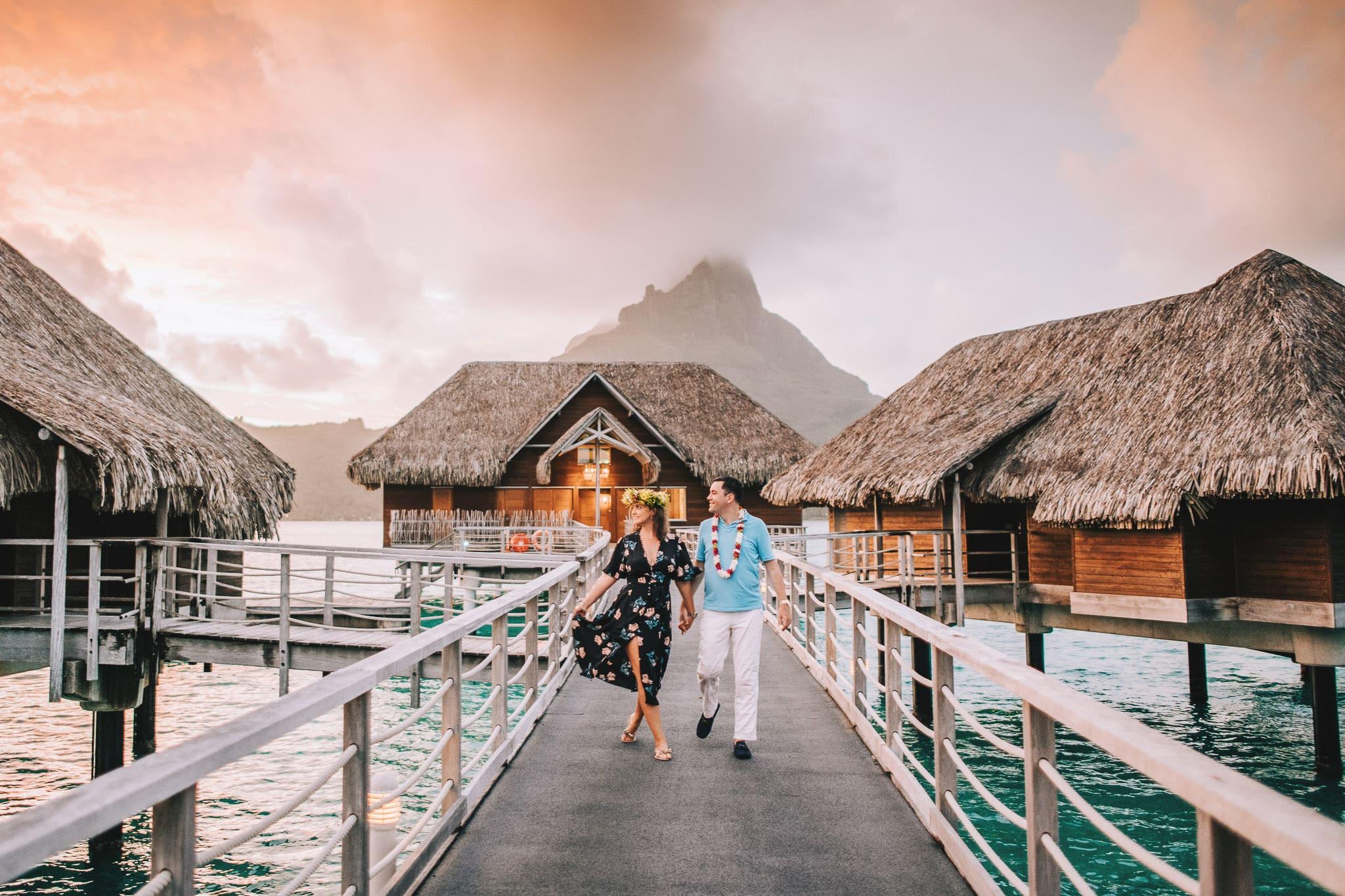 https://tahititourisme.be/wp-content/uploads/2021/04/Bora-Bora-Photographer-Honeymoon-Wedding-couple-10.jpg